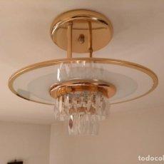 Antigüedades: LAMPARA LATON DE TECHO AÑOS CON LAGRIMAS DE CRISTALADOS 70!!!! MUY BUENAS CONDICIONES. Lote 151898846