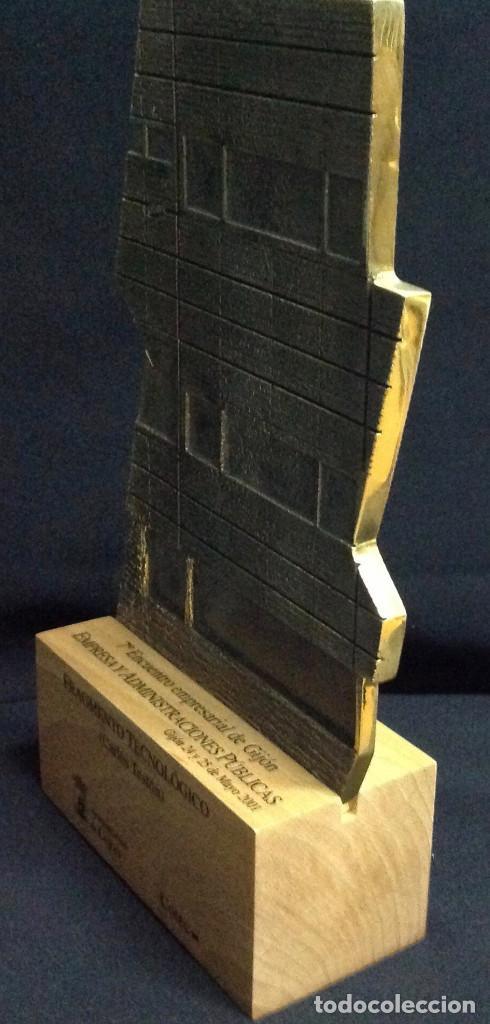 Antigüedades: Escultura en bronce, Fragmento Tecnológico, de Carlos Teston. 26 x 15 x 6 cm. - Foto 3 - 151902822