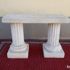 Antigüedades: CONSOLA ANTIGUA COLUMNAS DE PIEDRA. MESA AUXILIAR ANTIGUA CON DOS COLUMNAS DE PIEDRA ESTILO JÓNICO.. Lote 151907850