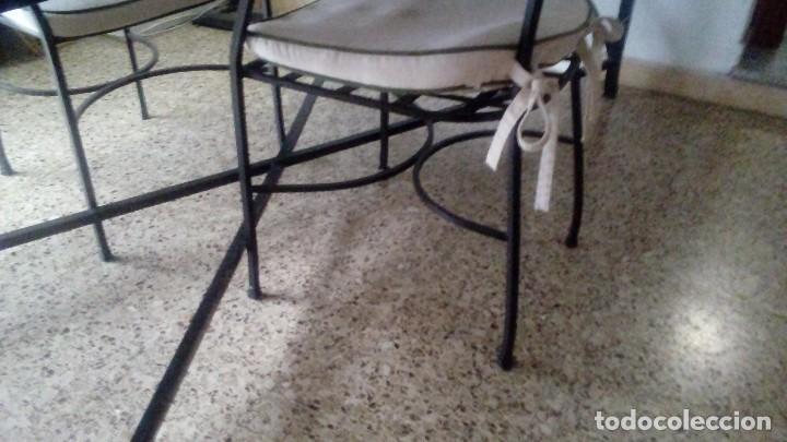 Antigüedades: Lote de piezas de hierro forjado de Arte Español (Mesa, 4 sillas ) MIDE 200 x 100 x 75 CM. - Foto 6 - 151929686