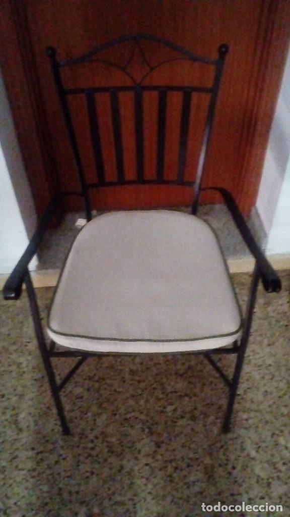 Antigüedades: Lote de piezas de hierro forjado de Arte Español (Mesa, 4 sillas ) MIDE 200 x 100 x 75 CM. - Foto 7 - 151929686