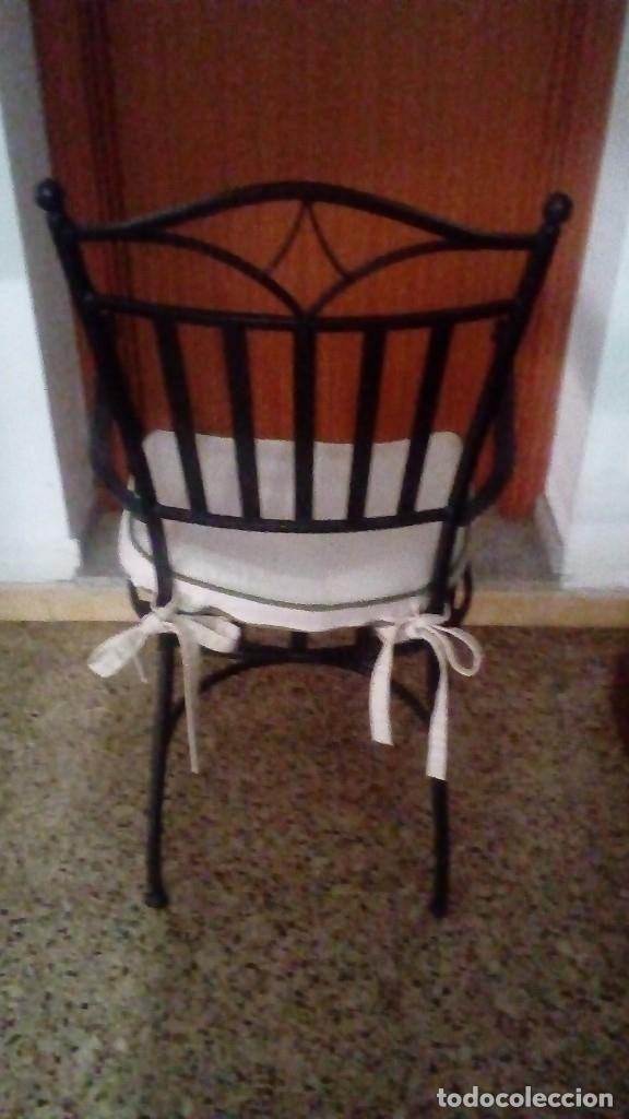 Antigüedades: Lote de piezas de hierro forjado de Arte Español (Mesa, 4 sillas ) MIDE 200 x 100 x 75 CM. - Foto 8 - 151929686