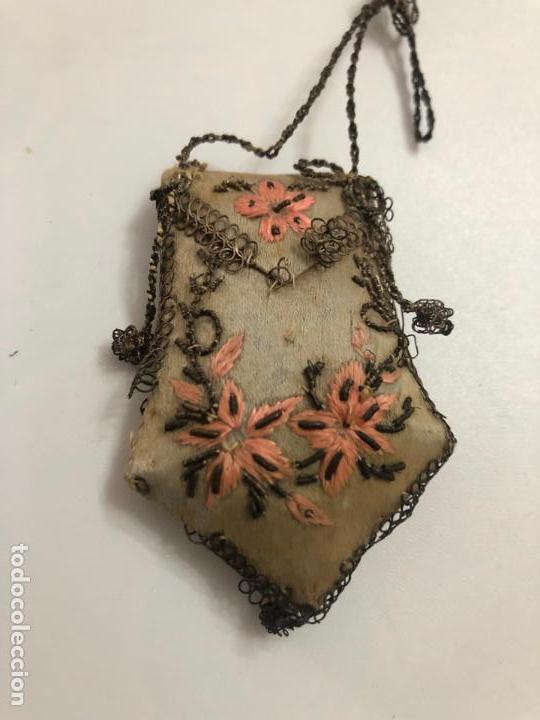 Antigüedades: Escapulario flores bordadas - Foto 4 - 151943882