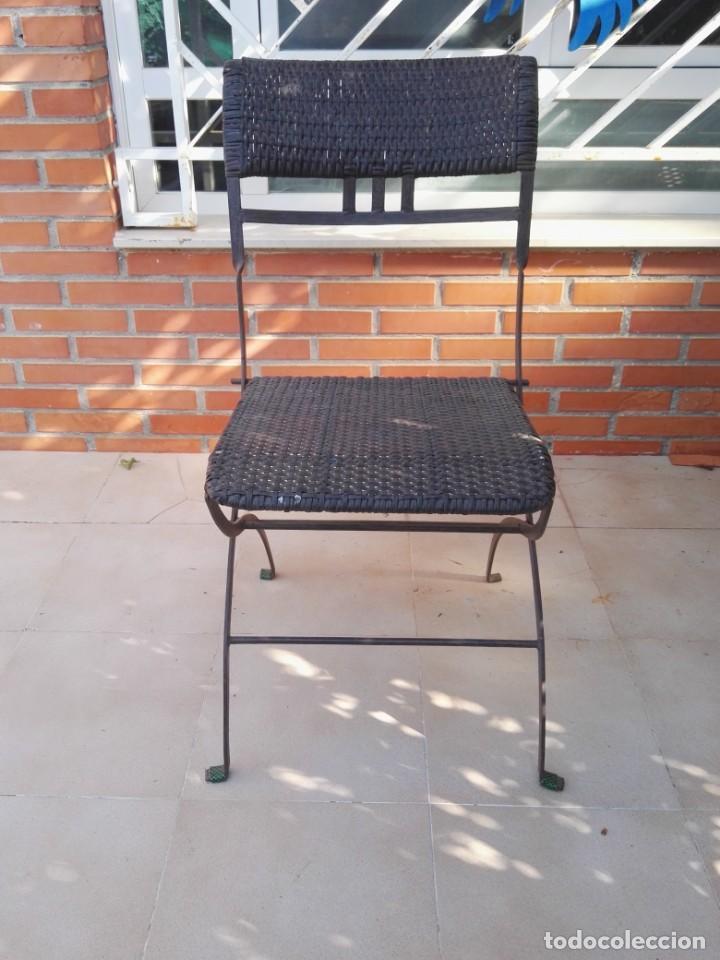 Antigüedades: 4 sillas y mesa de jardín - Foto 3 - 151968630