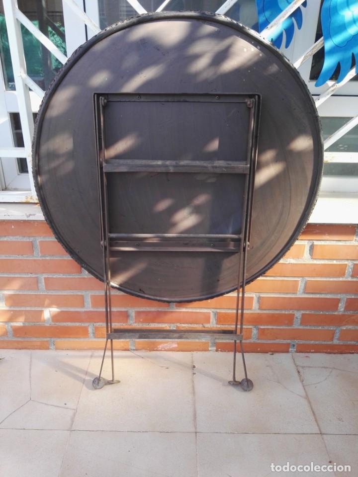 Antigüedades: 4 sillas y mesa de jardín - Foto 4 - 151968630