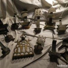 Antigüedades: LOTE DE 13 CANDILES Y LAMPARILLAS, HOJALATA, Y BRONCE. VARIAS MEDIDAS . Lote 151971582