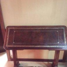 Antigüedades: ANTIGUA MESA DE DESPACHO O DECORATIVA DE MADERA Y ABATIBLE.. Lote 151983557