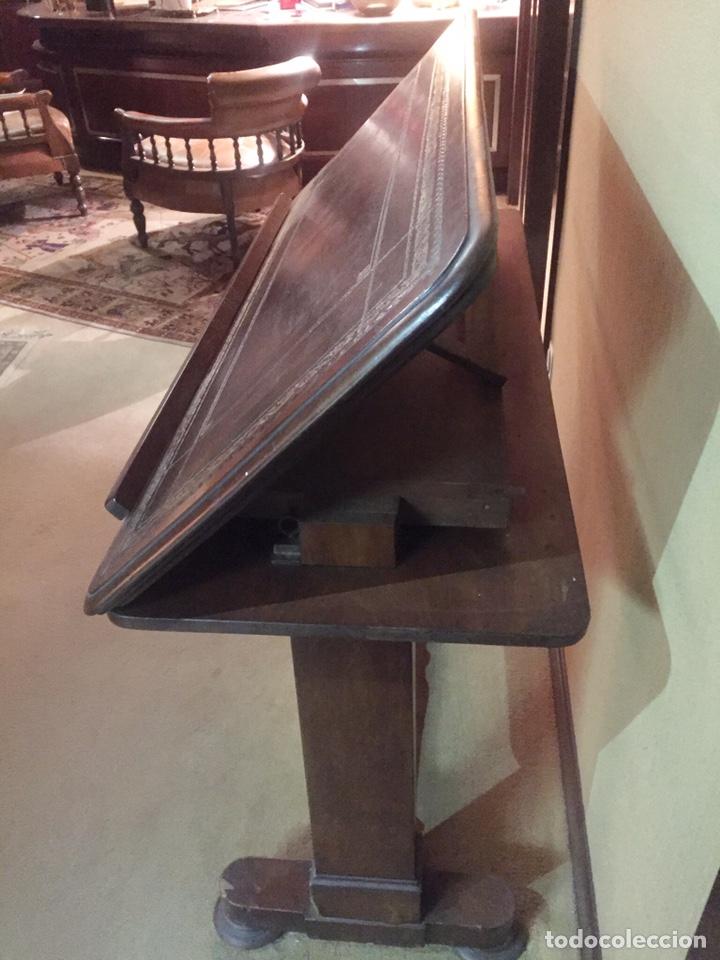 Antigüedades: Antigua mesa de despacho o decorativa de madera y abatible. - Foto 2 - 151983557