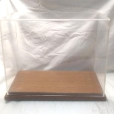 Antigüedades: EXPOSITOR VITRINA METRAQUILATO BASE MADERA. MED. 46 X 21 X 38 CM. Lote 151996270