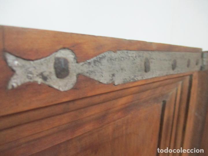 Antigüedades: Pareja de Antiguas Puertas de Armario - Madera de Ribera - Herrajes Originales - S. XVII - Foto 2 - 152014206
