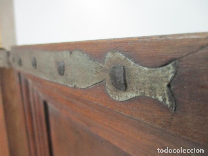 Antigüedades: Pareja de Antiguas Puertas de Armario - Madera de Ribera - Herrajes Originales - S. XVII - Foto 4 - 152014206