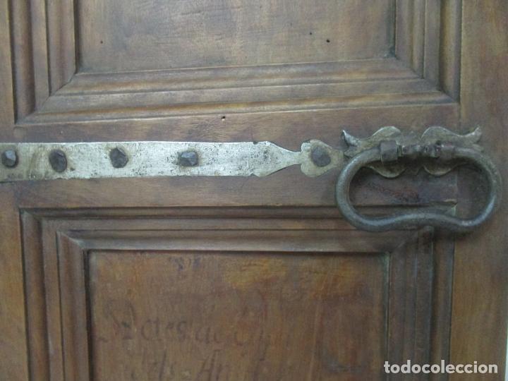 Antigüedades: Pareja de Antiguas Puertas de Armario - Madera de Ribera - Herrajes Originales - S. XVII - Foto 5 - 152014206