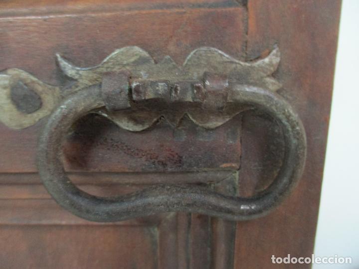 Antigüedades: Pareja de Antiguas Puertas de Armario - Madera de Ribera - Herrajes Originales - S. XVII - Foto 6 - 152014206