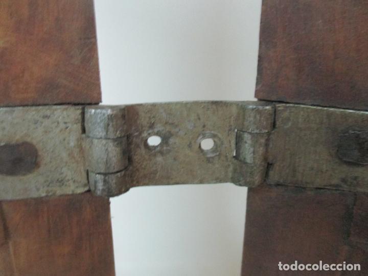 Antigüedades: Pareja de Antiguas Puertas de Armario - Madera de Ribera - Herrajes Originales - S. XVII - Foto 7 - 152014206