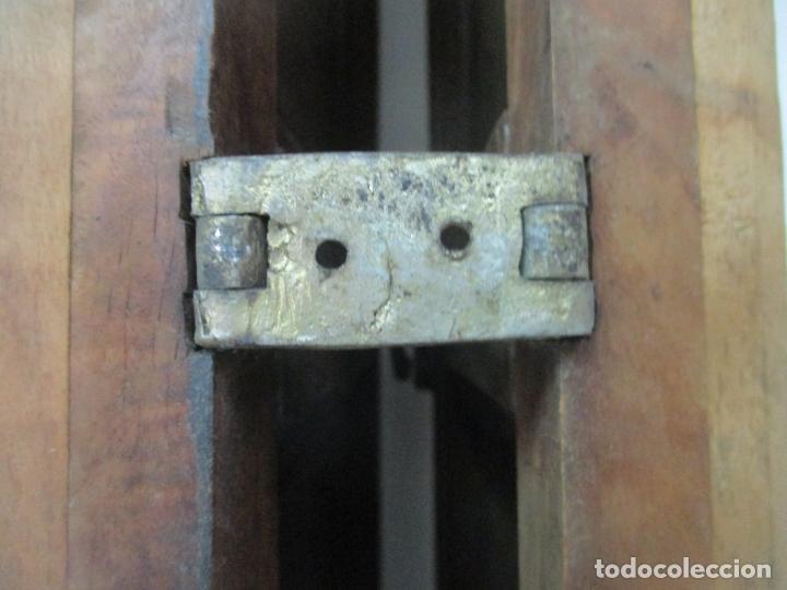 Antigüedades: Pareja de Antiguas Puertas de Armario - Madera de Ribera - Herrajes Originales - S. XVII - Foto 15 - 152014206