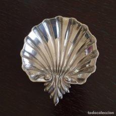Antigüedades: BANDEJA DE PLATA DE LEY CON FORMA DE CONCHA. Lote 152036229