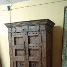 Antigüedades: ARMARIO ANTIGUO DE MADERA DE TECA. Lote 152042254