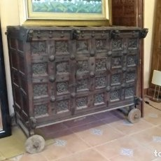 Antigüedades: ARCÓN - BARGUEÑO ANTIGUO DE MADERA DE TECA. Lote 152045862