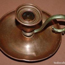 Antigüedades: ANTIGUA PALMATORIA PORTAVELAS DE COBRE. Lote 152053814