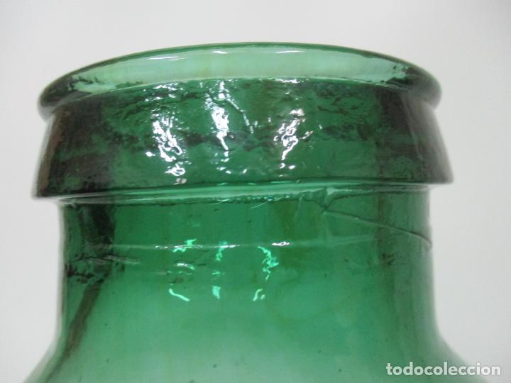 Antigüedades: Bote, Garrafa - Tarro, Damajuana de Cristal Soplado - Color Verde - 43 cm Altura - Principios S. XX - Foto 5 - 152071786