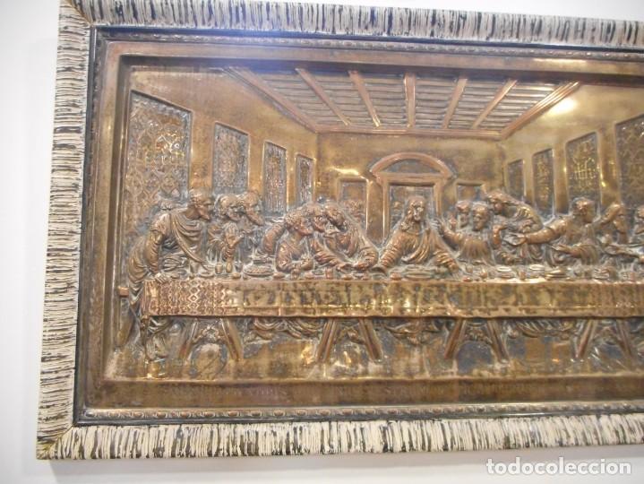 Antigüedades: Cuadro de Santa Cena de relieve en placa metálica - Foto 2 - 152137590