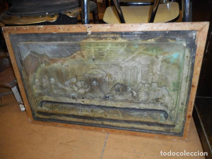 Antigüedades: Cuadro de Santa Cena de relieve en placa metálica - Foto 10 - 152137590