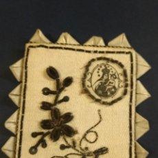 Antigüedades: FRONTAL ESCAPULARIO BORDADO DEDICADO A LA VIRGEN DEL CARMEN. 6 X 5 CM. Lote 152153874