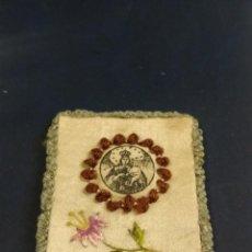 Antigüedades: FRONTAL ESCAPULARIO BORDADO DE LA VIRGEN DEL CARMEN 7 X 5,50 CM. Lote 152163234