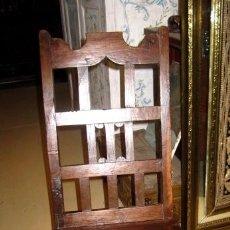 Antigüedades: SILLA RUSTICA ANTIGUA EN MADERA DE CASTAÑO, SXVIII. Lote 152177582