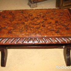 Antigüedades: BANQUITO ESCABEL EN MADERA TALLADA . Lote 152178094