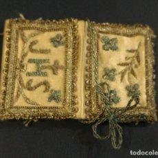 Antigüedades: ESPECIE DE MINI BOLSITO, RELICARIO O SIMILAR. MEDIDAS 5 X 3 CM (ABIERTO COMO SE VE EN LA IMAGEN).. Lote 152184438