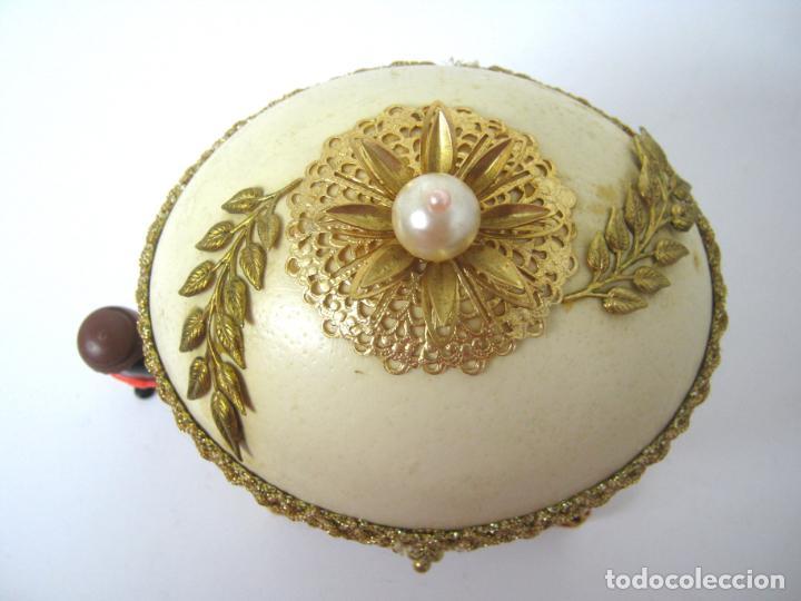 Antigüedades: Caja joyero estuche tipo Faberge - Gran huevo de avestruz autentico con aplicaciones - Foto 3 - 152218766