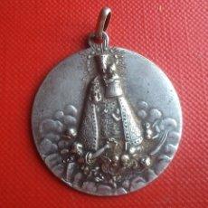 Antigüedades: MEDALLA RELIGIOSA ANTIGUA NUESTRA SEÑORA DE LOS DESAMPARADOS / 30 X 33 MM. Lote 152222756