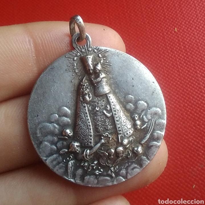 Antigüedades: Medalla religiosa antigua nuestra señora de los desamparados / 30 x 33 mm - Foto 3 - 152222756