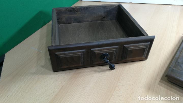 Antigüedades: Cajón, herrajes y puerta de madera para mueble antiguo - Foto 5 - 152230046