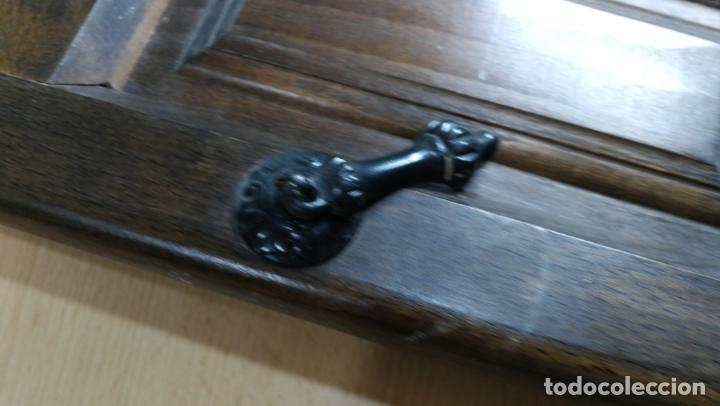 Antigüedades: Cajón, herrajes y puerta de madera para mueble antiguo - Foto 7 - 152230046