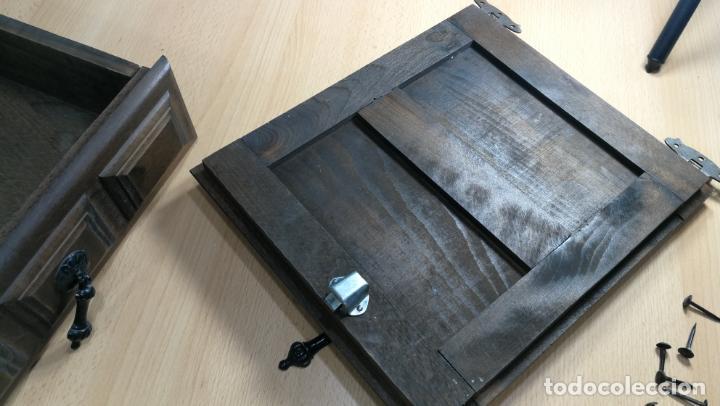 Antigüedades: Cajón, herrajes y puerta de madera para mueble antiguo - Foto 9 - 152230046