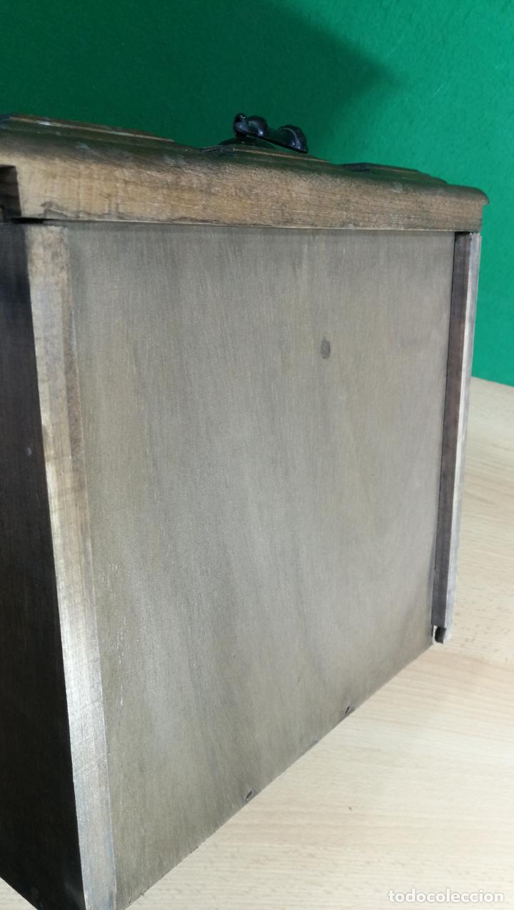 Antigüedades: Cajón, herrajes y puerta de madera para mueble antiguo - Foto 18 - 152230046
