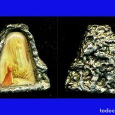 Antigüedades: - ANTIGUA IMAGEN DE LA VIRGEN DE LOURDES EN SOPORTE DE METAL IMITANDO GRUTA PARA PONER EN MESITA. Lote 34746370