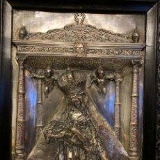 Antigüedades: ANTIGUO CUADRO VIRGEN RELIEVE LATON REPUJADO. Lote 152238638