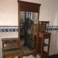 Antigüedades: COMPLETO. ANTIGUO VESTIDOR ÉPOCA MODERNISTA MADERA DE CEREZO ORIGINAL 1900/1915. Lote 152247958