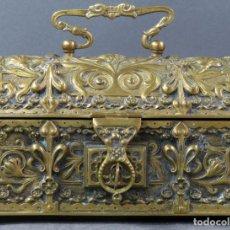 Antigüedades: CAJA COFRE JOYERO NEOGOTICO EN BRONCE DORADO HACIA 1900. Lote 152275766
