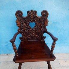 Antigüedades: ANTIGUO SILLON DE MADERA TALLADO CON APOYA BRAZOS MADERA NOBLE MACIZA.. Lote 152367906