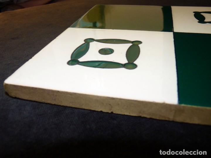 Antigüedades: AZULEJO AJEDREZADO ESTAMPILLADO. VERDE MANGANESO Y BLANCO. POSIBLEMENTE ONDA (CASTELLÓN) 20 x 20 cm. - Foto 2 - 152386590