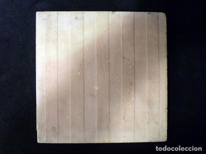 Antigüedades: AZULEJO AJEDREZADO ESTAMPILLADO. VERDE MANGANESO Y BLANCO. POSIBLEMENTE ONDA (CASTELLÓN) 20 x 20 cm. - Foto 3 - 152386590