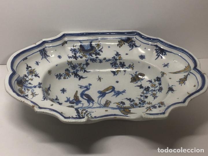 BACÍA DE BARBERO CERÁMICA DE ALCORA SIGLO XVIII PIEZA DE MUSEO (Antigüedades - Porcelanas y Cerámicas - Alcora)