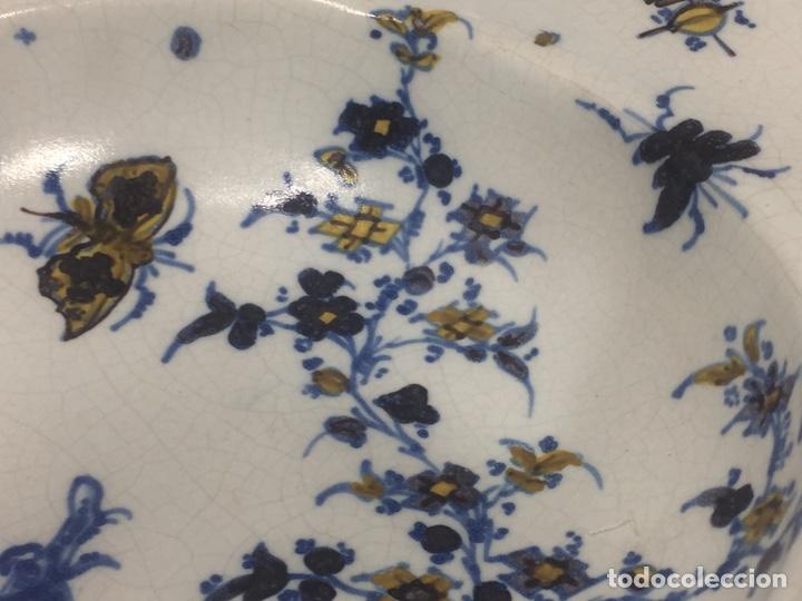 Antigüedades: Bacía de Barbero cerámica de Alcora siglo XVIII Pieza de Museo - Foto 9 - 152404190