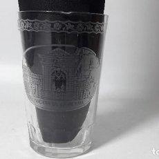 Antigüedades: ANTIGUO VASO GRABADO RECUERDO DE LA GRANJA PUERTA DE LA REINA, NOMBRE VICENTE, MED. 6X9 CM.. Lote 152439502