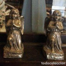 Antigüedades: ÁNGELES ORANTES EN METAL PLATEADO (SIGLO XIX). Lote 152440022