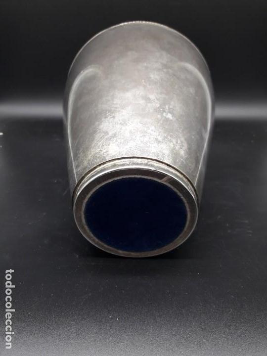 Antigüedades: Florero de metal plateado - Foto 3 - 152250382